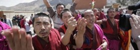 A video grab of Sangye Gyatso (left, gesturing with his right hand) protesting in front of foreign journalists at Labrang Monastery in April 2008.
