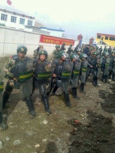 China's armed police surround non-violent Tibetan protesters in Shagchu Township