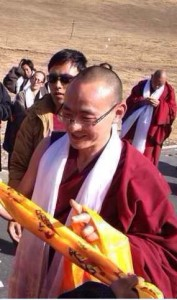 Kunga Tsayang acknowledges local Tibetans gathered to receive him in his hometown in Chikdril County.