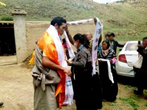 Local Tibetans welcome Woeden in his hometown after his release.