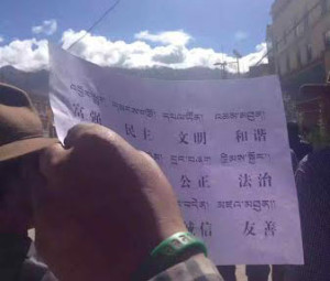 A protest leaflet bearing the slogans in Tibetan and Chinese