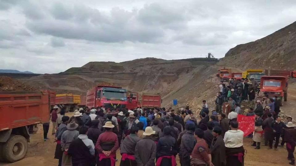 Protesters at the gold mining site at Gong Ngon Lari mountain